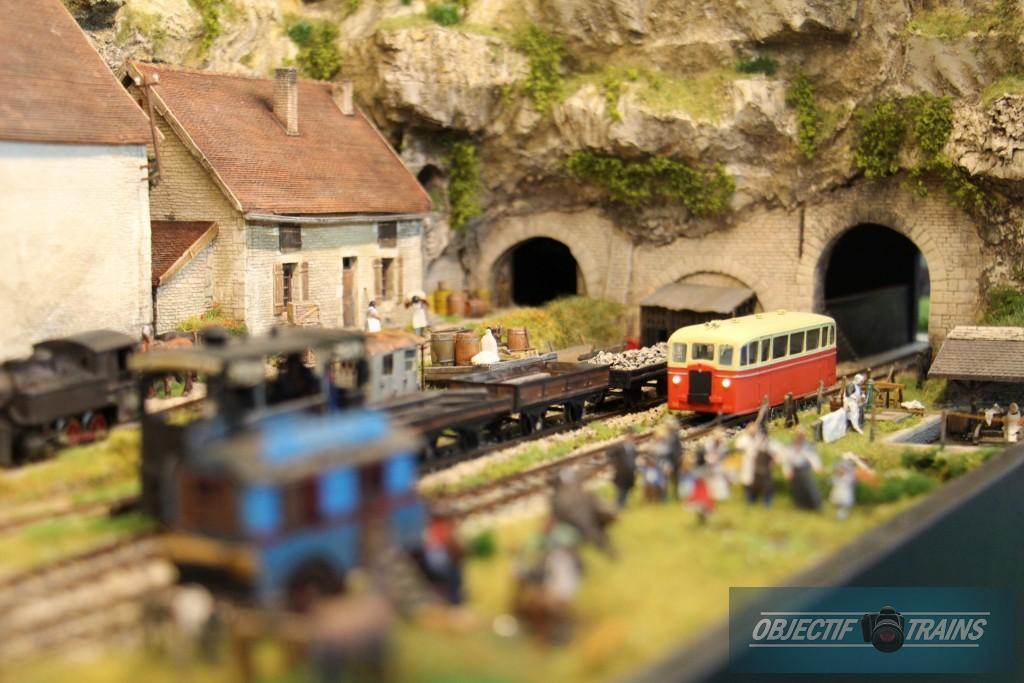 Autorail en sortie de tunnel