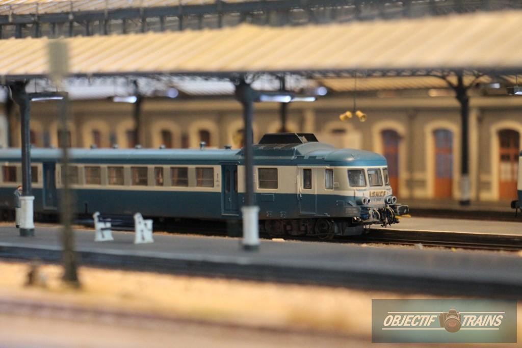 Autorail X 2800 en gare d'Aurillac.