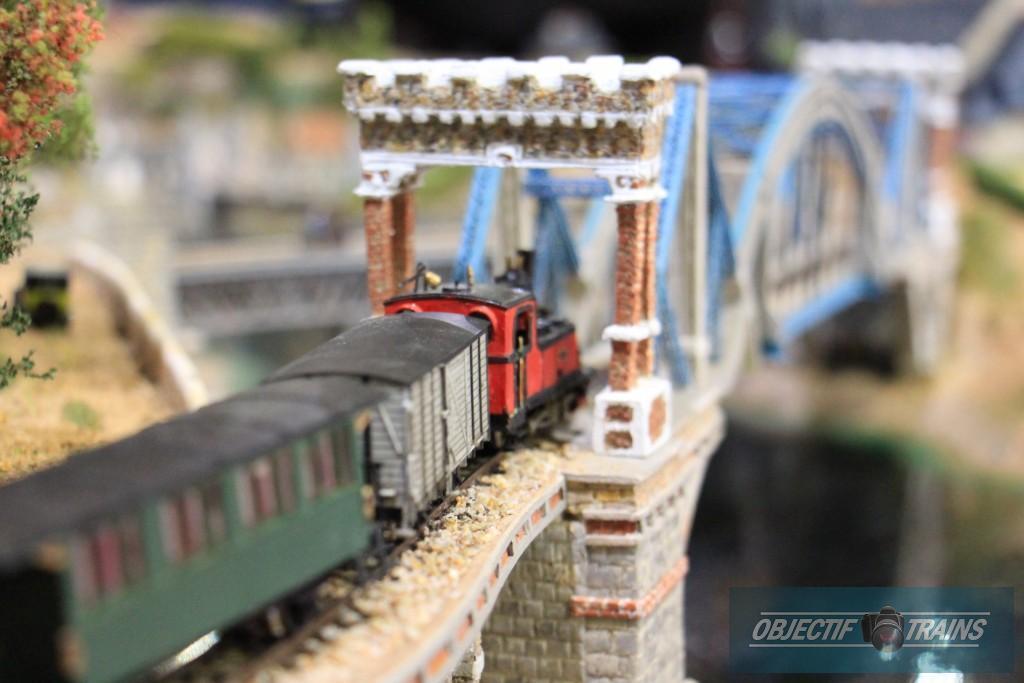 Train patates du Trégor arrivant sur le pont