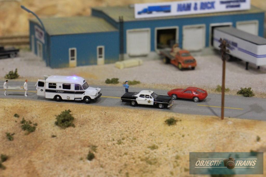 Ambulance et voiture de police