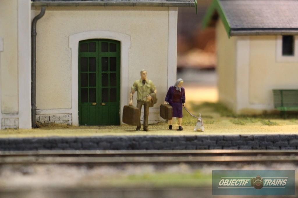 Voyageurs sur le quai de Vazy Jonction