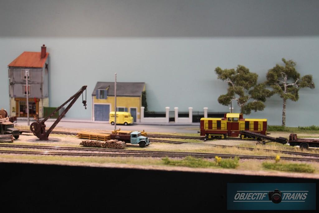 Grue et quai de gare
