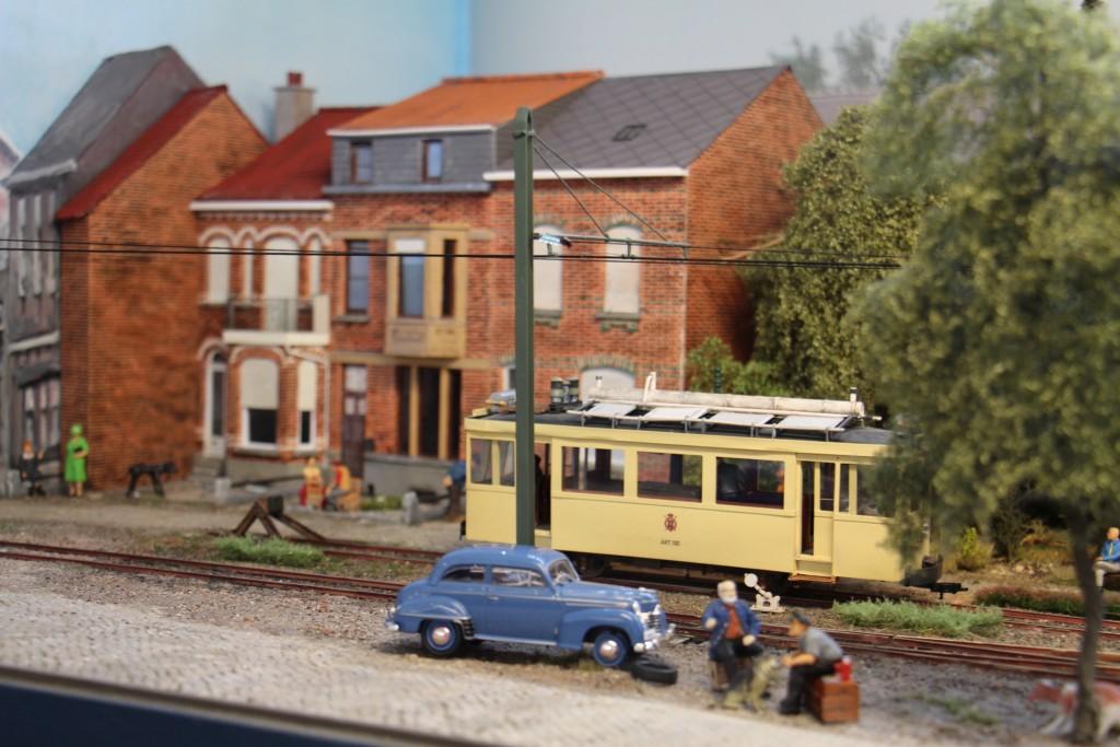 Tramway et vehicule en bord de voie
