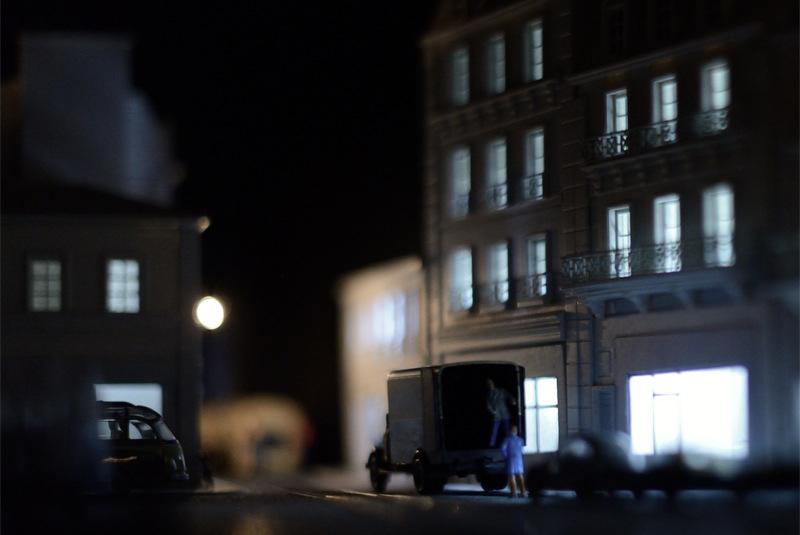 Camion de livraison dans la nuit