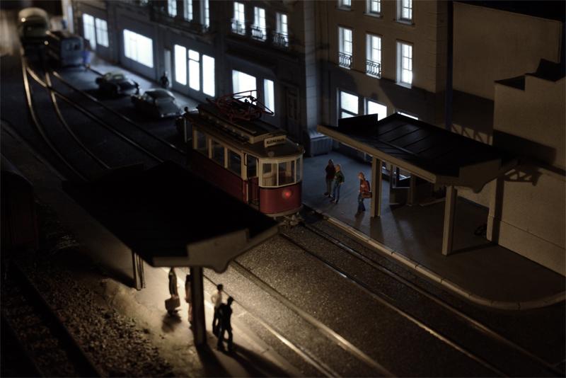 Réseau tramway ambiance de nuit. in the box
