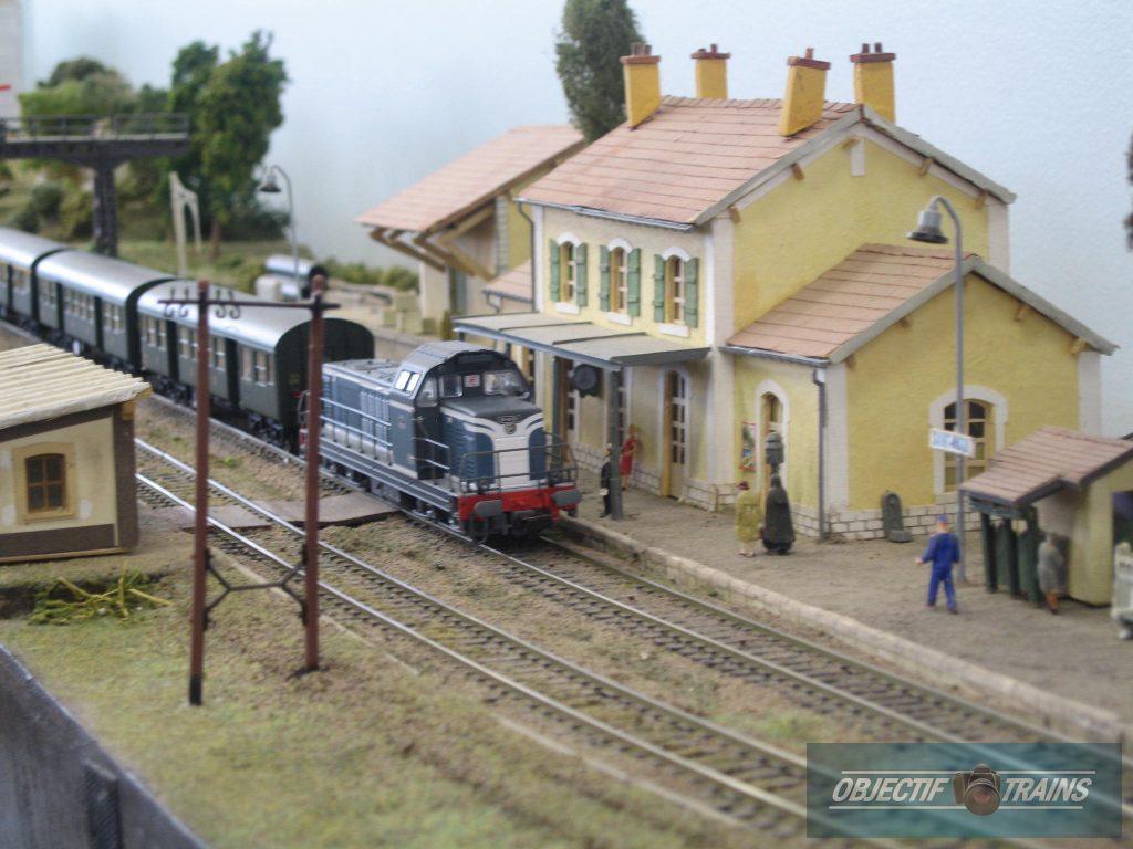BB 66000 en gare