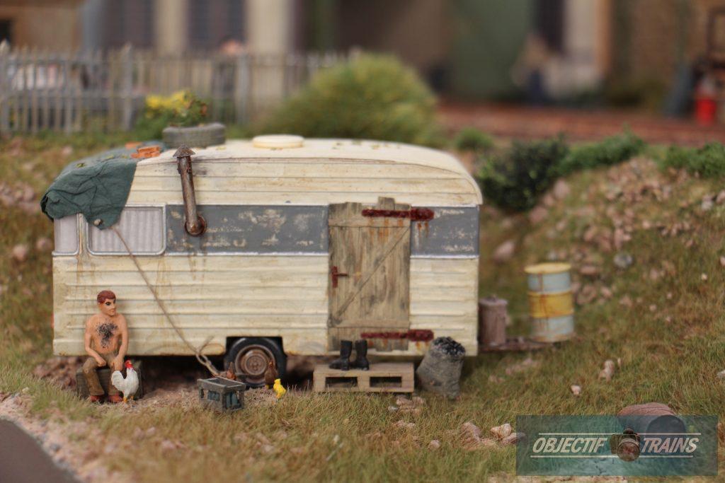 Trinca et Vecnou. - Caravane pourrie pour le chantier.