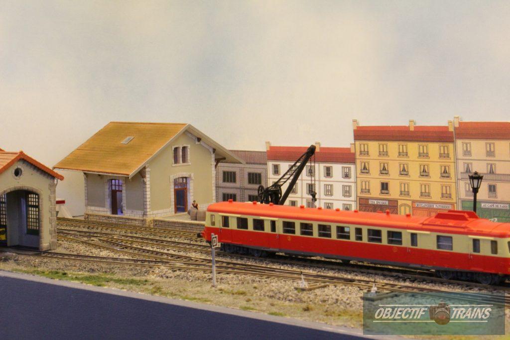 Autorail X 2800 en gare de Tassay.