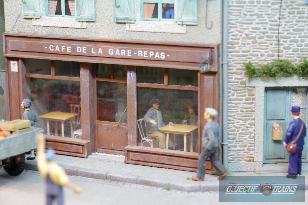 Le café de la gare de Kerbihan.