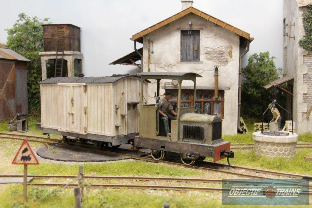 Locotracteur pour le transport du lait.