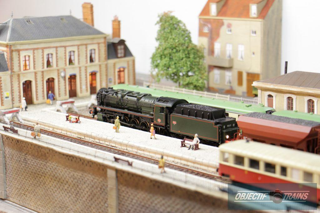 Locomotive vapeur en gare RGP 49;