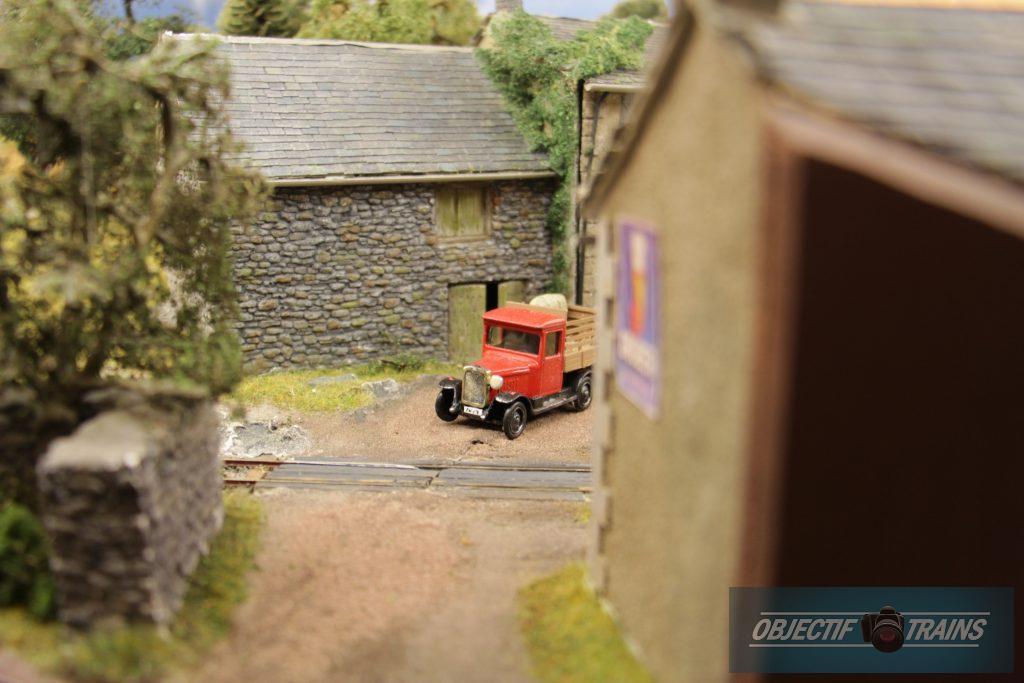 Vieux tacot rouge - La baraque d'Hans Louvet