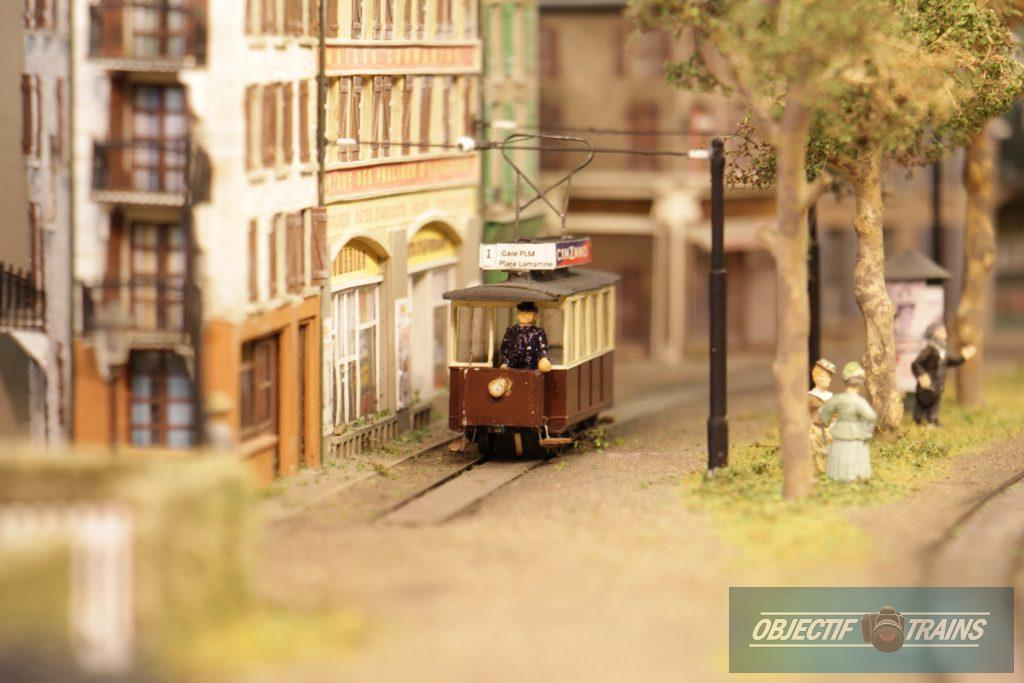 La baraque d'Hans Louvet - Le tramways.