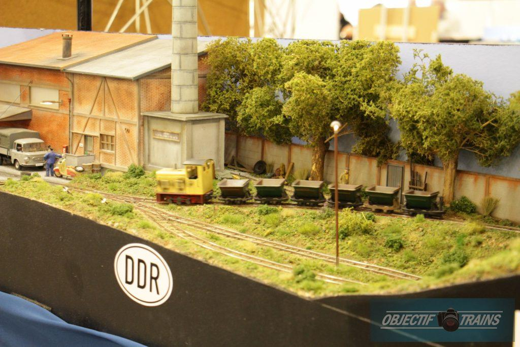 Le réseau DDR de l'escadrille St Michel - locotracteur et wagons.