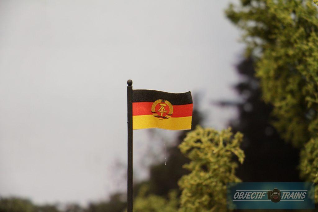 Le drapeau de la DDR.