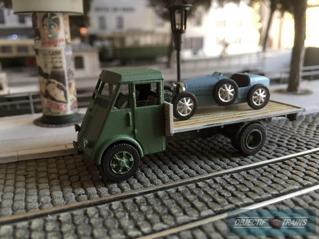Camion année 30 et son chargement