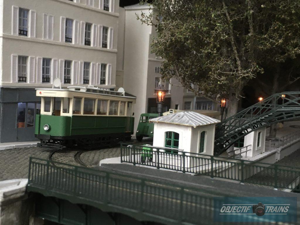 le tramway le long du canal