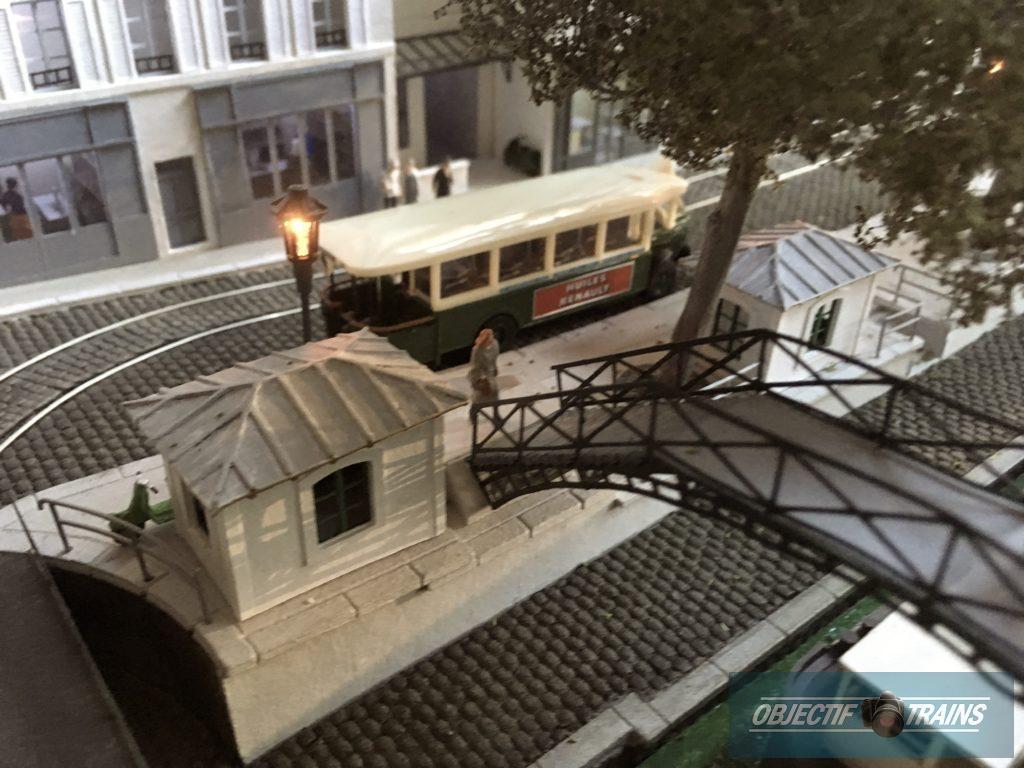 Le tram le long du canal